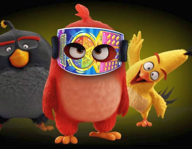 Angry Birds regarde à travers son ticket de grattage